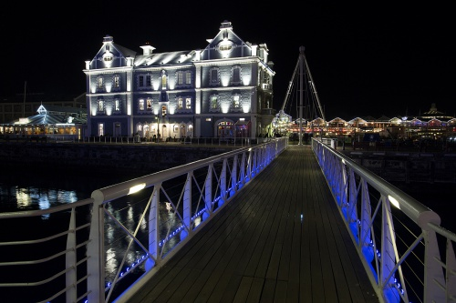 Philips breathes new life and light into South Africa's oldest sea-faring monuments – the Clock Tower, Port Captain's building and the Swing Bridge with spectacular digital LED illumination